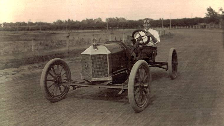 Barber in his Ford special at Iola, Kansas in 1914